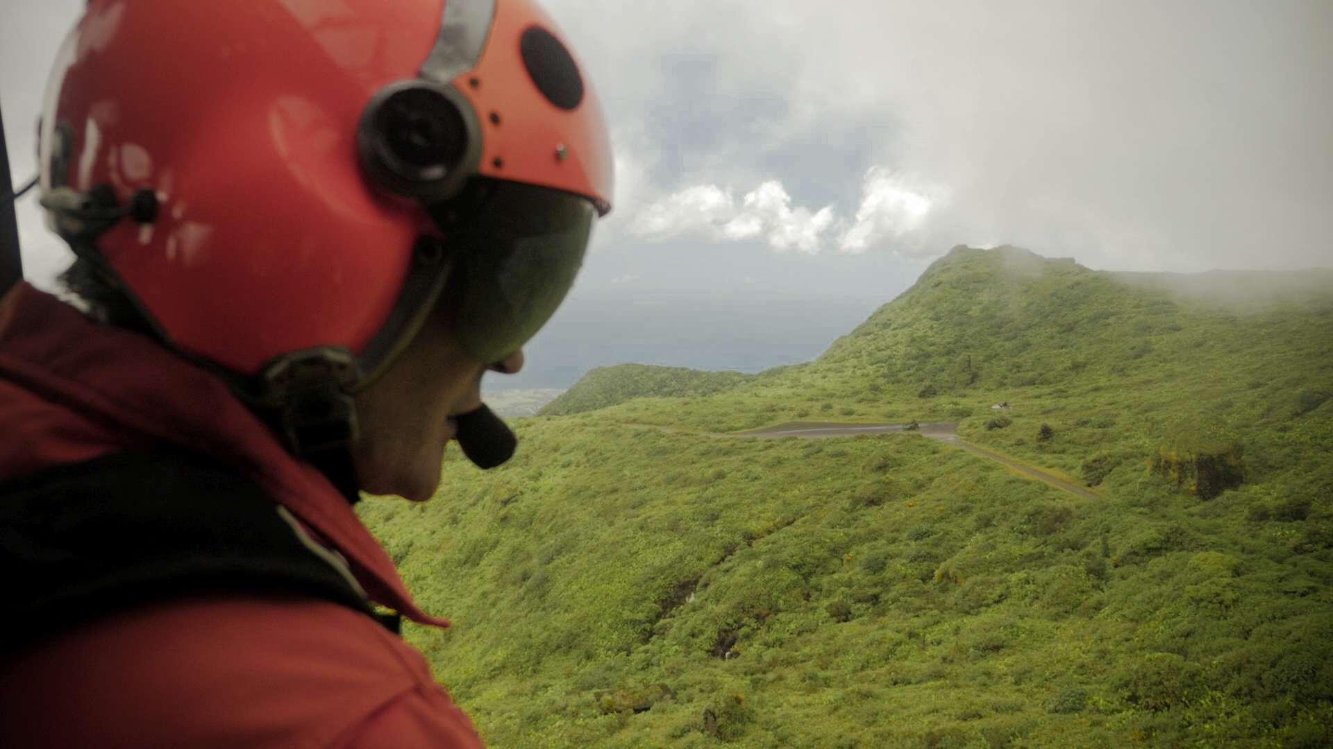 """Survol de la Soufrière à bord de l'EC145 de la Sécurité Civile pour le tournage du documentaire """"Radiographie d'une volcan"""""""